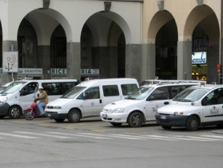 Taxi in Piazza Duomo